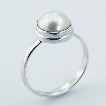 Classic freshwater pearl silver ring
