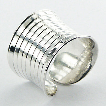 Concaved silver band ring