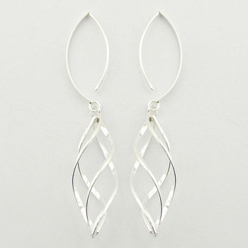 Delicate wirework dangled earrings
