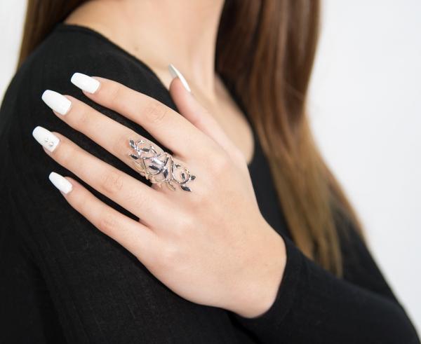 Elegant leaf design silver ring