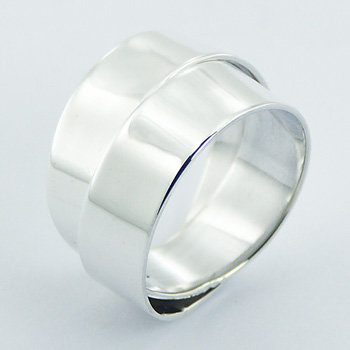 Interlocked silver band ring
